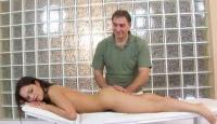 Sesso hard con il massaggiatore vecchio