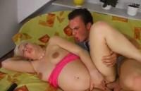 Milf incinta concede la vagina focosa al suo amante